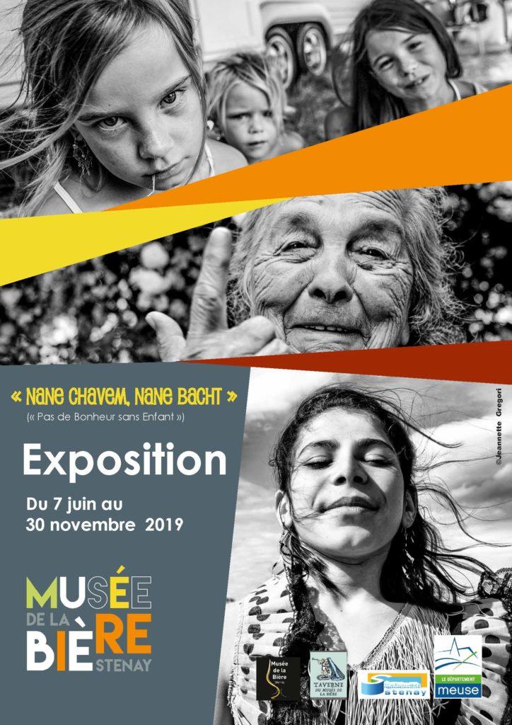 Affiche de l'exposition « Nane Chavem, Nane Bacht » (« Pas de Bonheur sans Enfant »)
